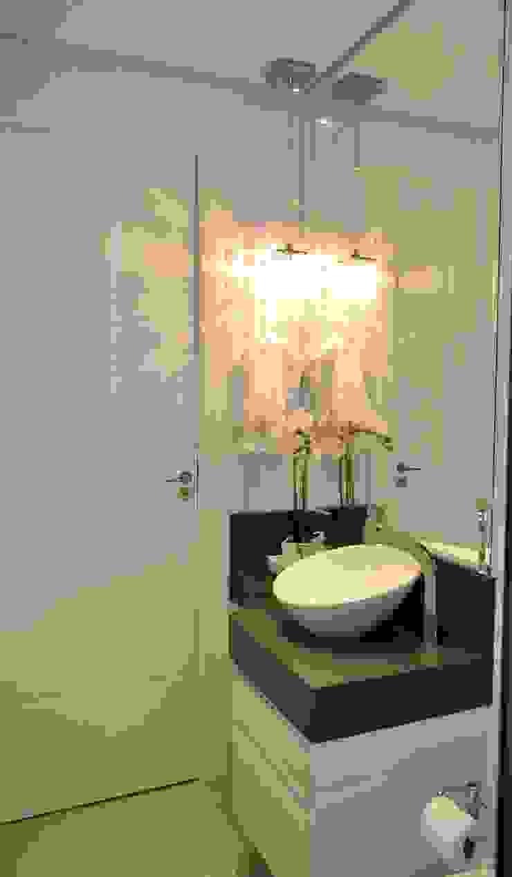 現代浴室設計點子、靈感&圖片 根據 Join Arquitetura e Interiores 現代風