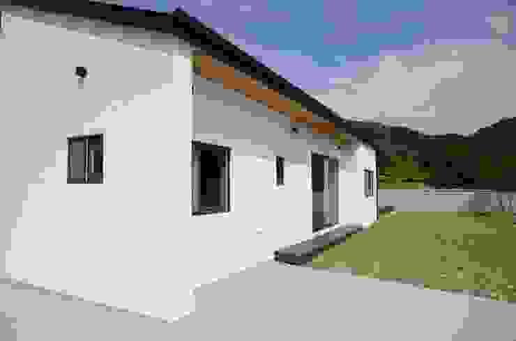 Minimalist style garden by 건축사사무소 카안 |Architect firm KAAN Minimalist