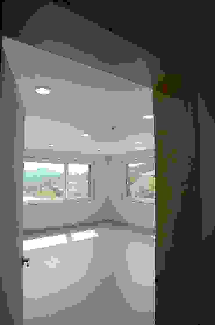 by 건축사사무소 카안 |Architect firm KAAN Minimalist