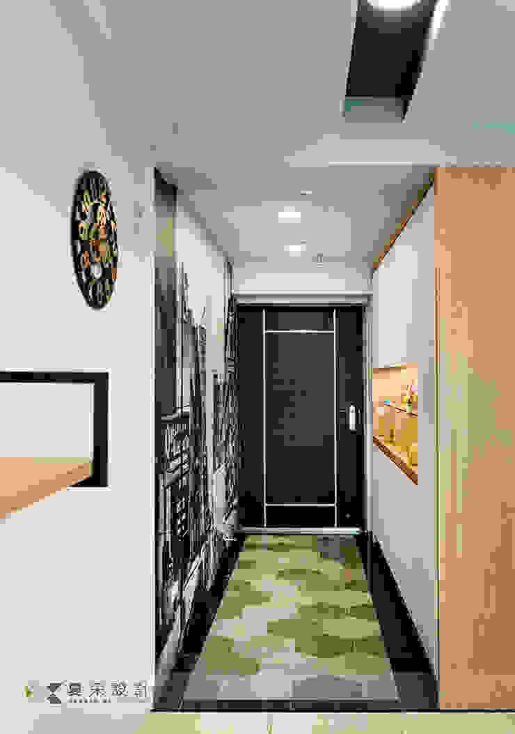 富立DC休閒會館 現代風玄關、走廊與階梯 根據 寬森空間設計 現代風 磁磚