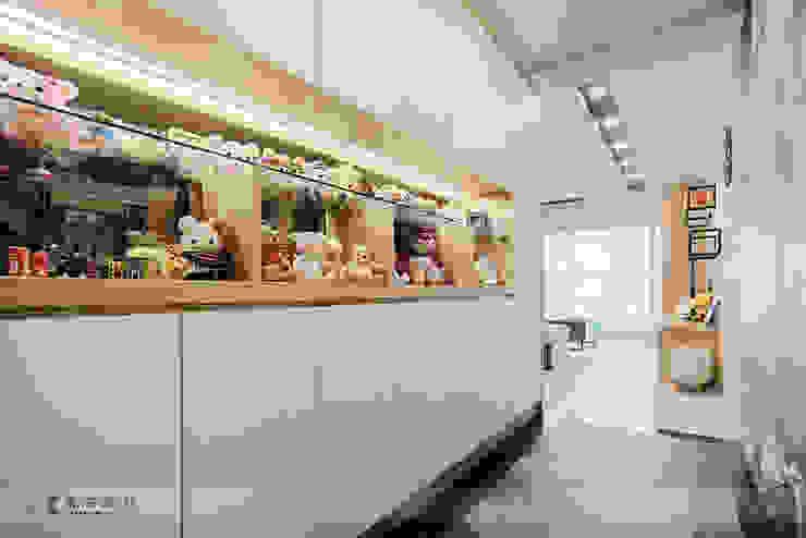 富立DC休閒會館 現代風玄關、走廊與階梯 根據 寬森空間設計 現代風 玻璃