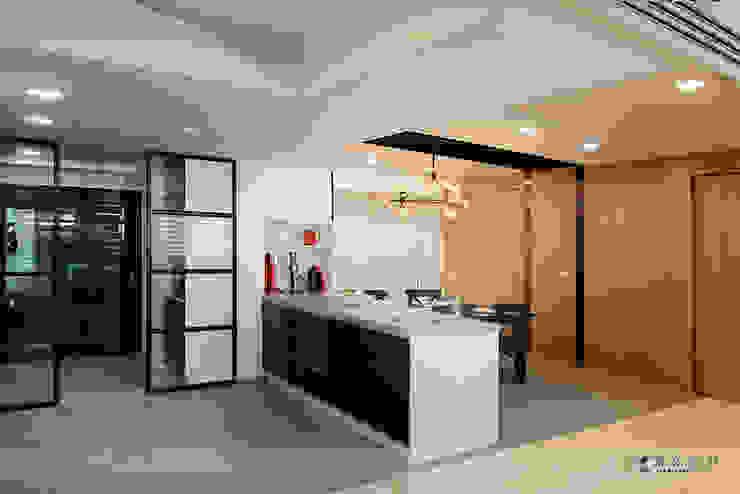 富立DC休閒會館 現代廚房設計點子、靈感&圖片 根據 寬森空間設計 現代風 大理石