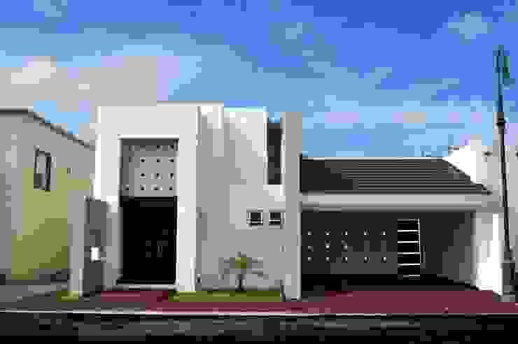 RESIDENCIA RC TRES EFE ARQUITECTOS Casas modernas Concreto Blanco