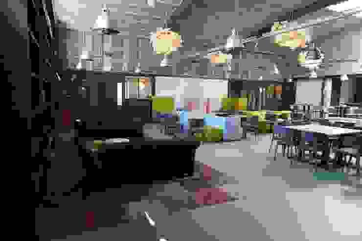 kurkgietvloeren Eclectische kantoorgebouwen van AID Interieur Architecten Eclectisch