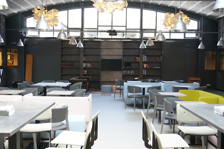 meubilair van Softline en Ondarreta van AID Interieur Architecten Eclectisch