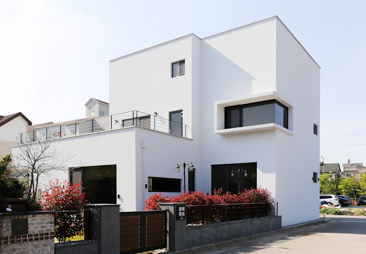 現代房屋設計點子、靈感 & 圖片 根據 THE JK 現代風