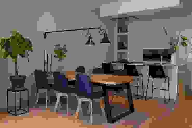 Scandinavian style dining room by Atelier09 Scandinavian
