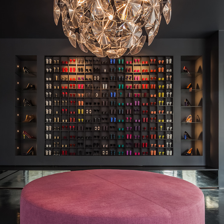 main expositor of TANYA HEATH shoes by INAIN Interior Design Modern