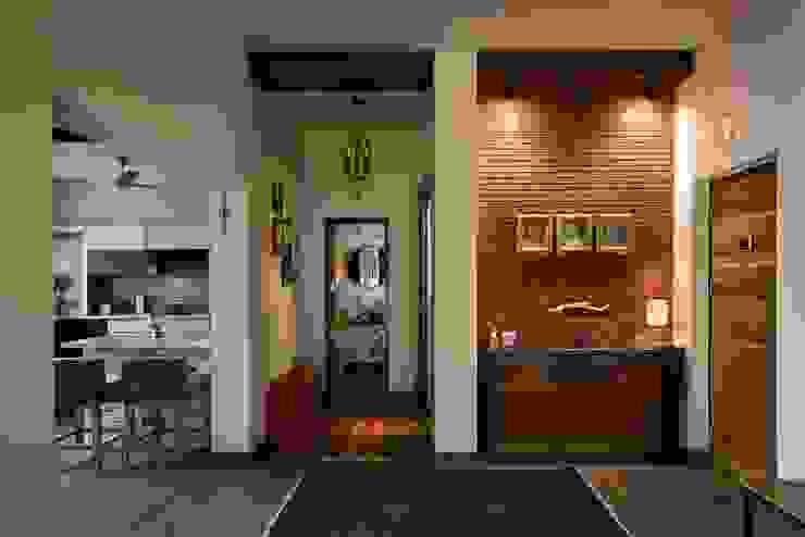 Ingresso & Corridoio in stile  di Saka Studio
