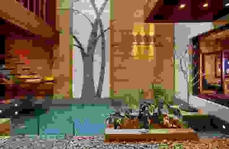 Vườn phong cách hiện đại bởi Saka Studio Hiện đại