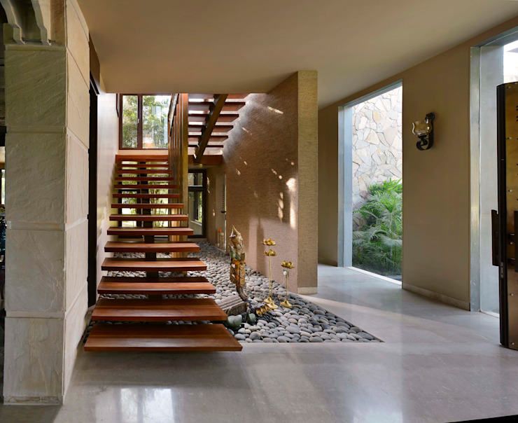 C Farm Modern corridor, hallway & stairs by Saka Studio Modern