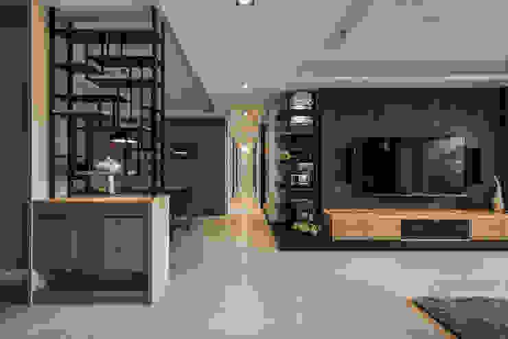 展示端景 現代風玄關、走廊與階梯 根據 存果空間設計有限公司 現代風