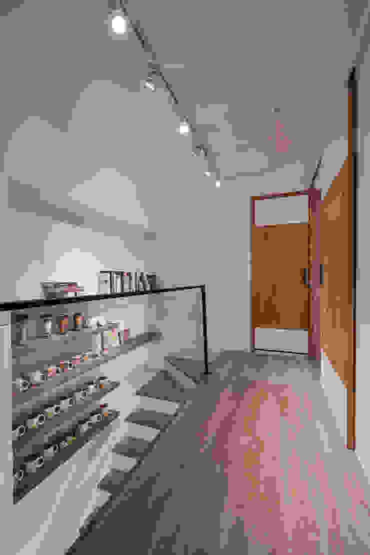 樓梯廊道 斯堪的納維亞風格的走廊,走廊和樓梯 根據 存果空間設計有限公司 北歐風