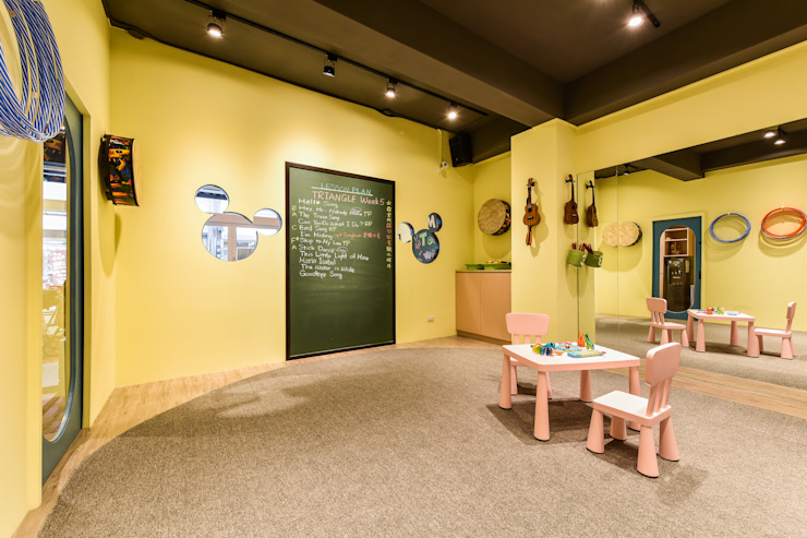 教室內部 Eclectic style offices & stores by 存果空間設計有限公司 Eclectic