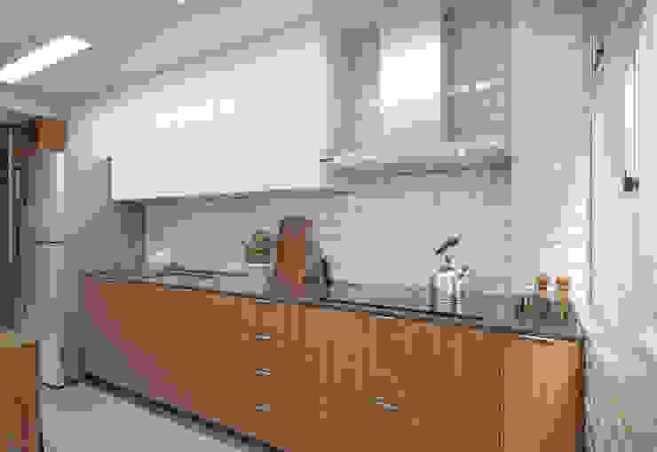 Moderne Küchen von Filipe Castro Arquitetura | Design Modern Keramik