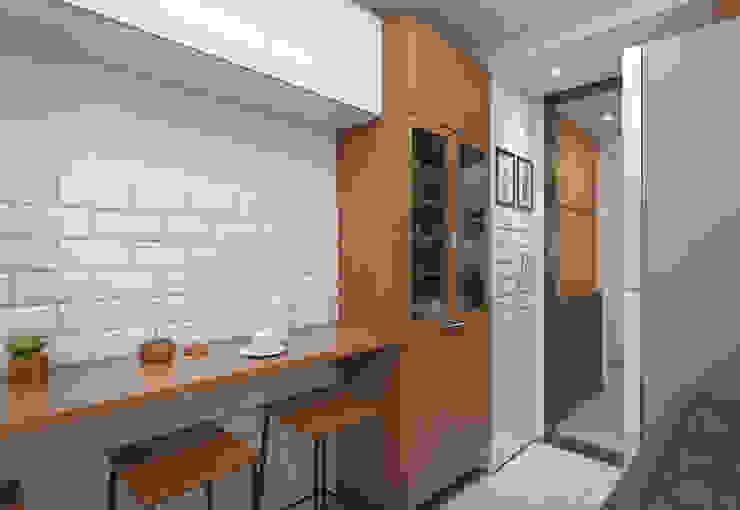 Cocinas de estilo moderno de Filipe Castro Arquitetura | Design Moderno Tablero DM