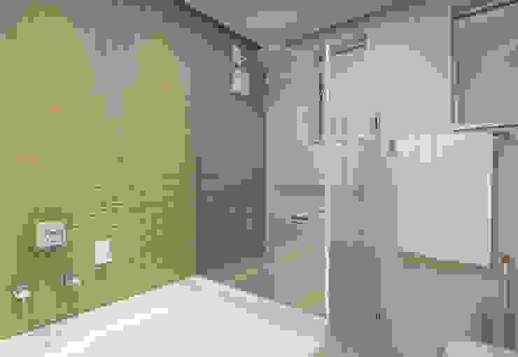 Banheiro Suíte Banheiros minimalistas por Filipe Castro Arquitetura | Design Minimalista Cerâmica