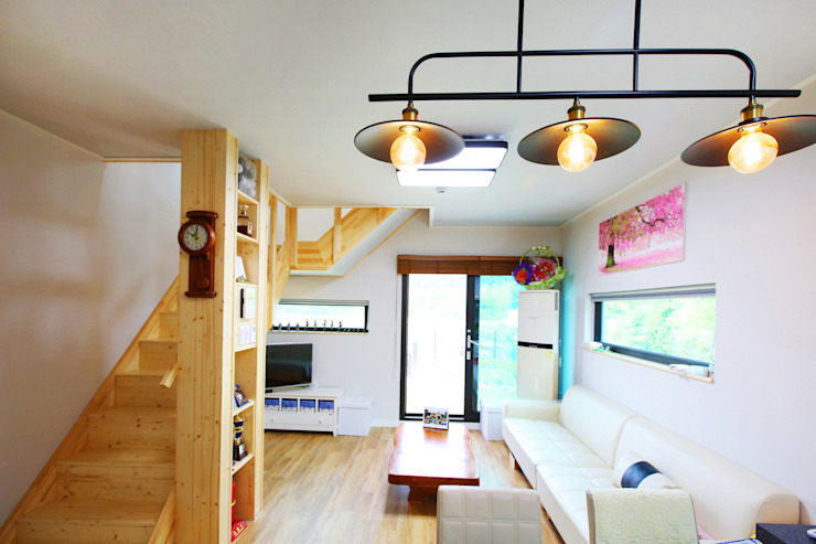 동화같은 마당을 품은 아기자기한 전원주택 클래식스타일 거실 by 한글주택(주) 클래식
