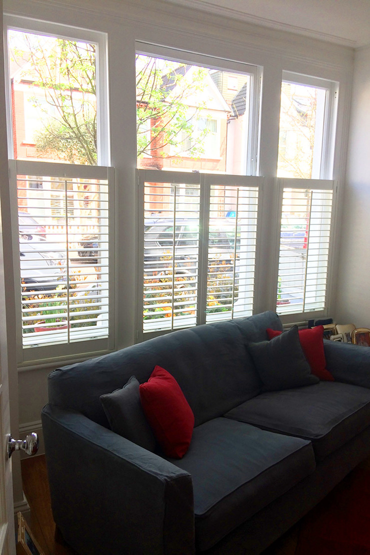 Cafe Style Shutters For Living Room: classic  by Plantation Shutters Ltd, Classic Wood Wood effect