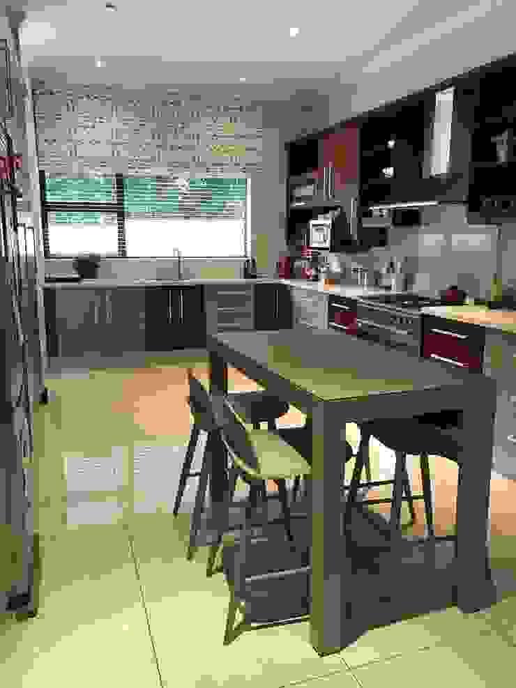 Kitchen: modern  by Candice Woodward Interiors cc, Modern