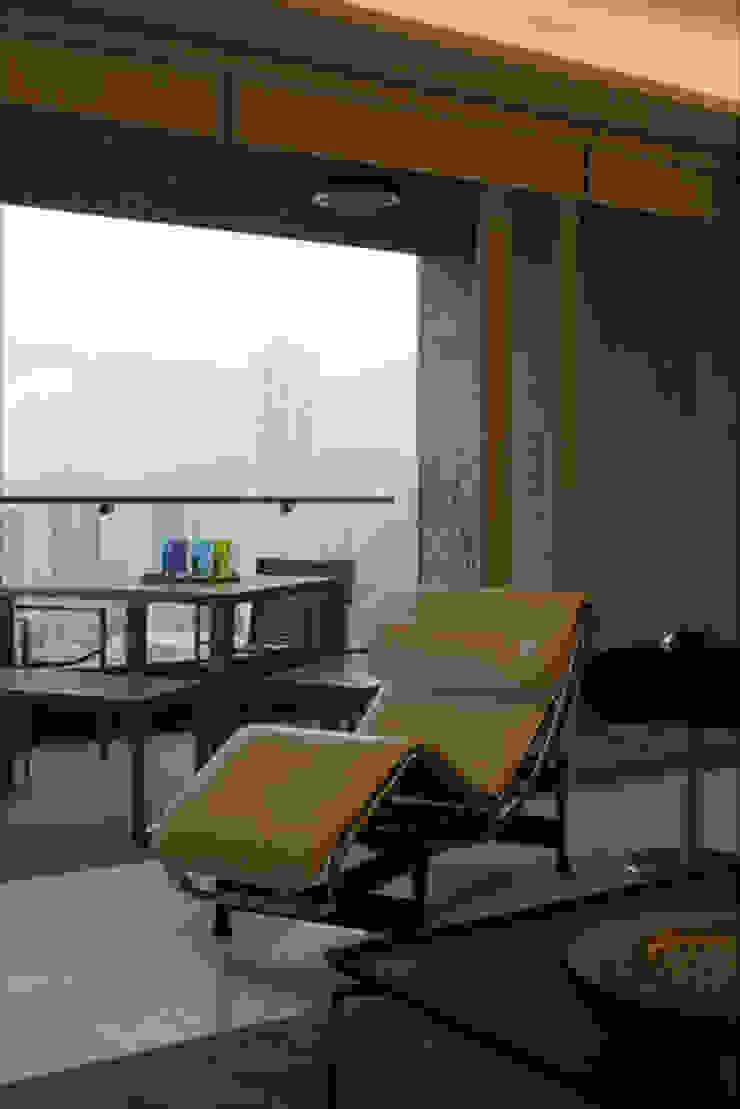 evergreen villa Asian style balcony, veranda & terrace by wayne corp Asian