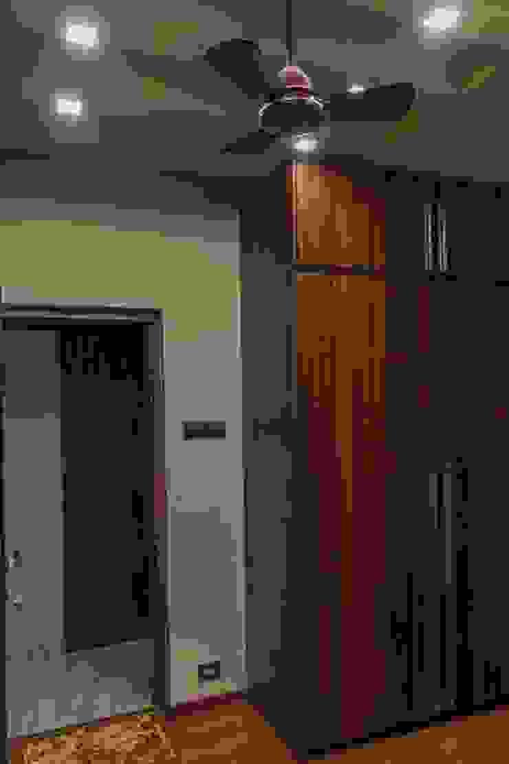 Rishi Villa—Pune Modern dressing room by Aesthetica Modern
