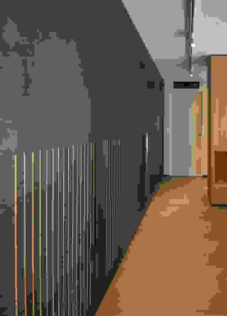 Scrigno S.p.A. Unipersonale Minimalist corridor, hallway & stairs