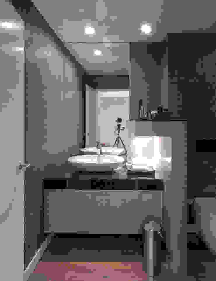 Second Bathroom Modern Bedroom by INAIN Interior Design Modern