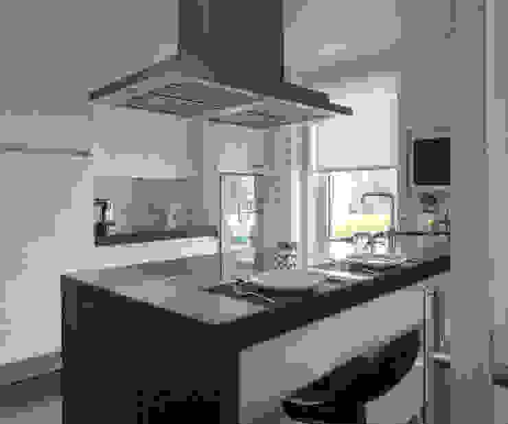Kitchen Modern Kitchen by INAIN Interior Design Modern