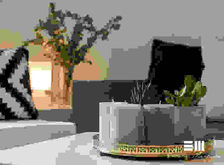 Home Staging completo con muebles de cartón en vivienda no amueblada de Encarni Martínez Home Staging