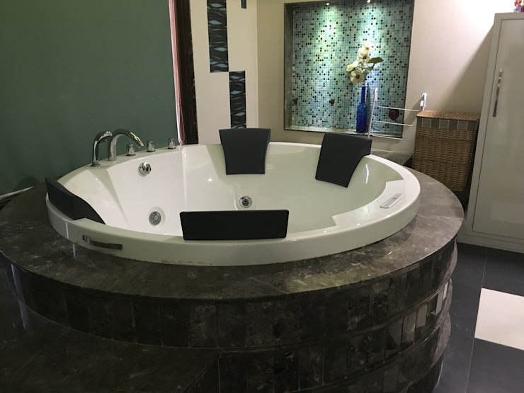 Circular Bathtub being placed accordingly: modern  by SA Architects,Modern Ceramic
