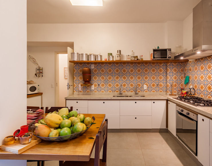 Modern kitchen by Aptar Arquitetura Modern Tiles
