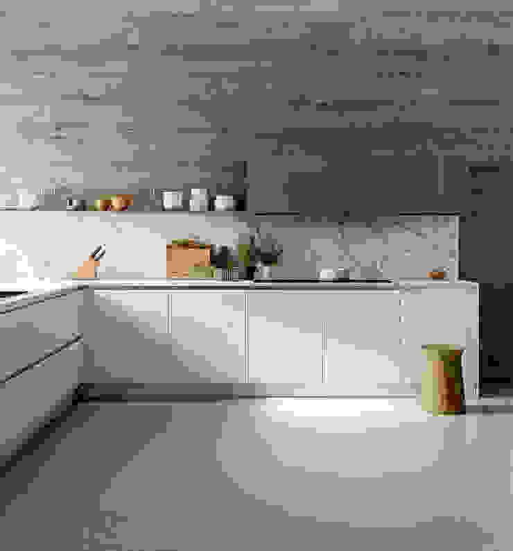 ATELIER CASA S.A.S Modern kitchen