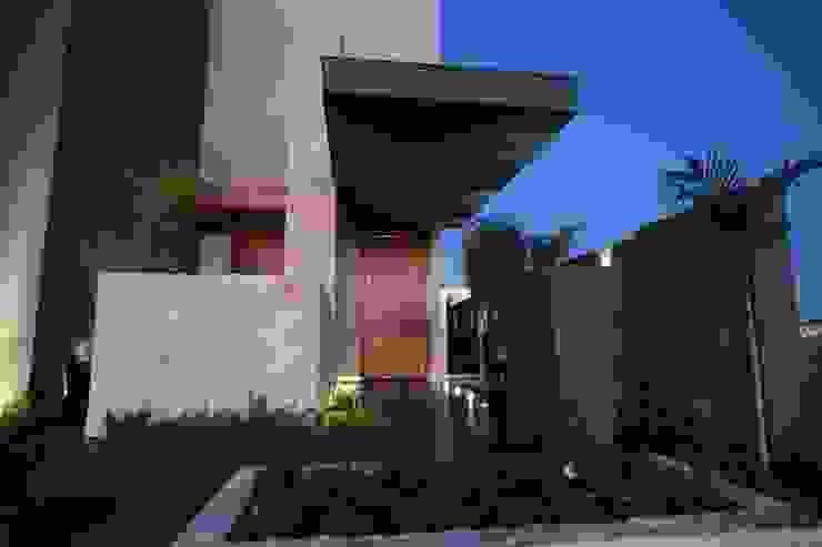 Modern houses by Pavesi Arquitetura Modern