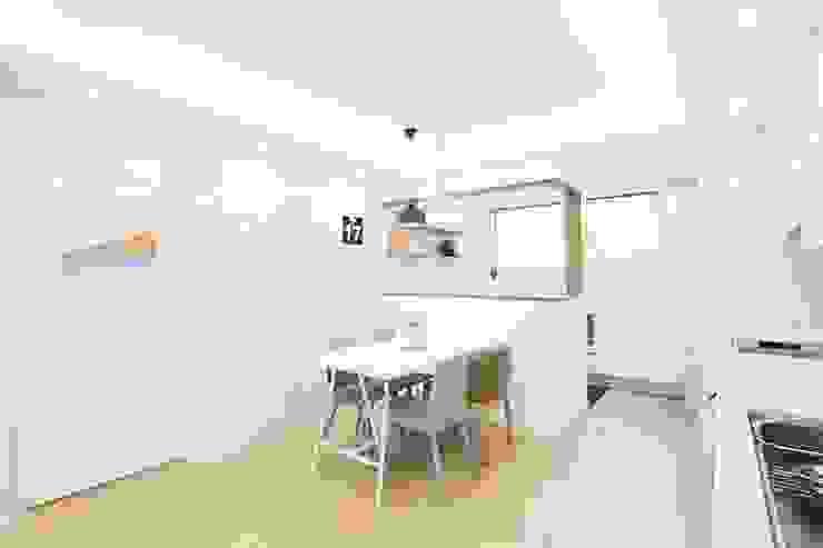 Modern dining room by 지오아키텍처 Modern
