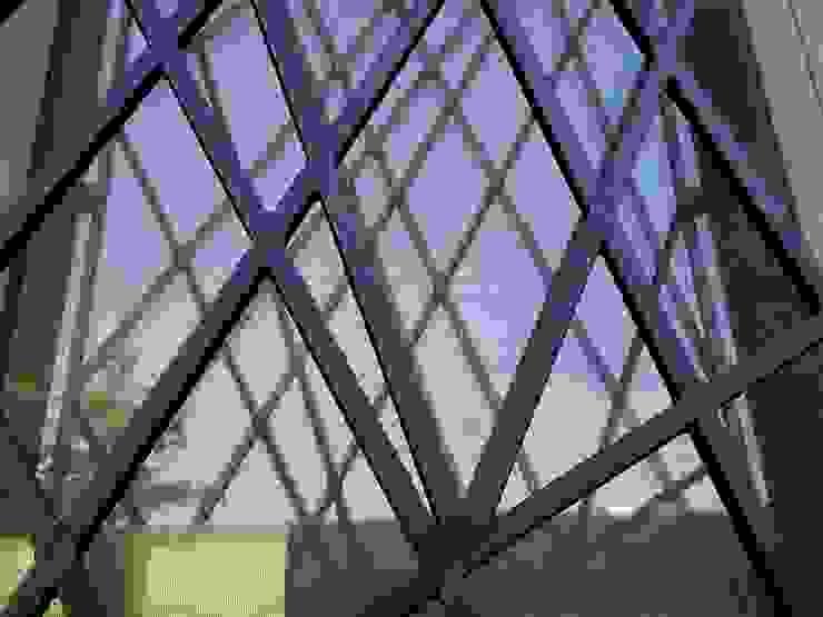 ArchitetturaTerapia® Casas estilo moderno: ideas, arquitectura e imágenes Hierro/Acero Gris