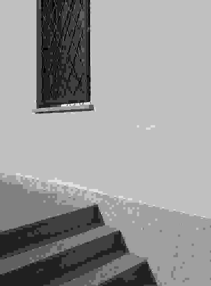 ArchitetturaTerapia® Casas estilo moderno: ideas, arquitectura e imágenes Piedra Gris