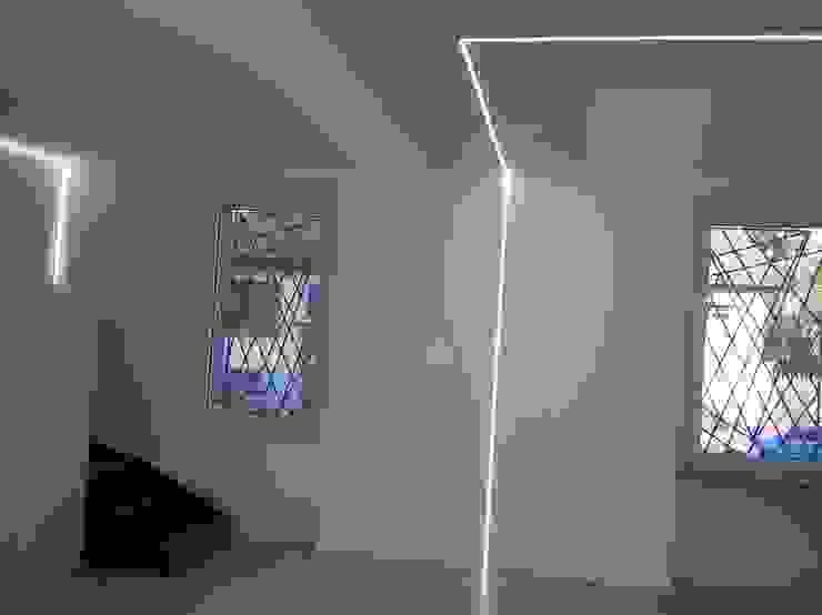 ArchitetturaTerapia® Livings de estilo moderno Blanco