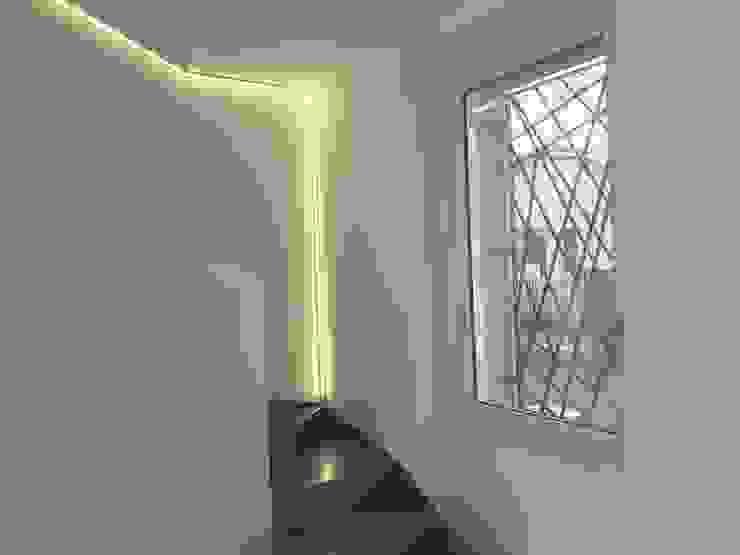 ArchitetturaTerapia® Livings de estilo moderno Hierro/Acero Gris