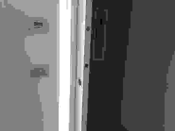 ArchitetturaTerapia® Pasillos, vestíbulos y escaleras modernos Blanco