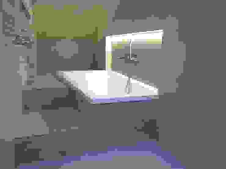 ArchitetturaTerapia® Baños de estilo moderno Azulejos Gris
