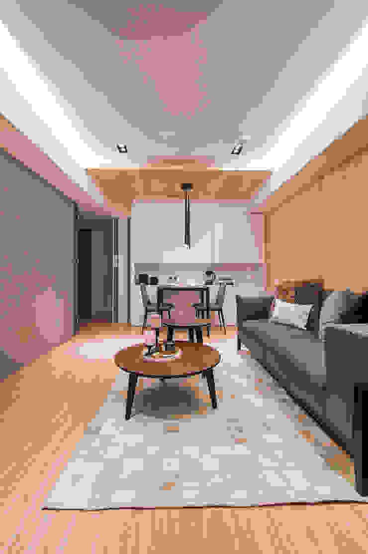 原木與灰色調堆疊的安穩 by 城業空間設計有限公司