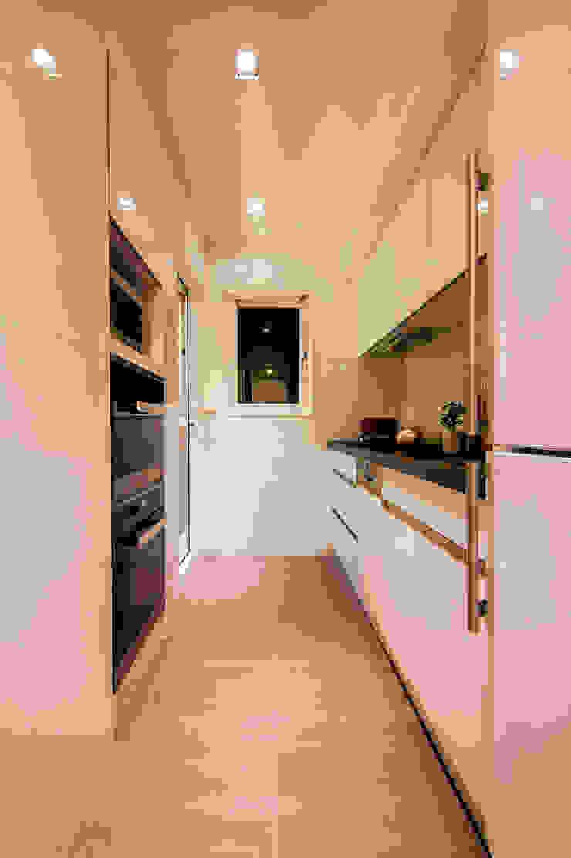 用使用的習慣打造動線,用純白的玻璃勾勒簡約。 by 城業空間設計有限公司