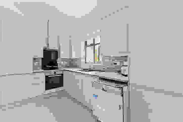 *New Build!* The West Barn Flats Cocinas de estilo moderno de The Market Design & Build Moderno