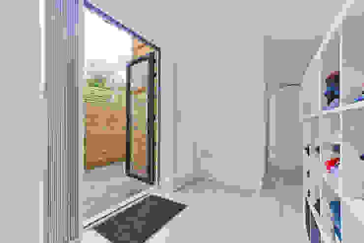 *New Build!* The West Barn Flats Salas de estilo moderno de The Market Design & Build Moderno