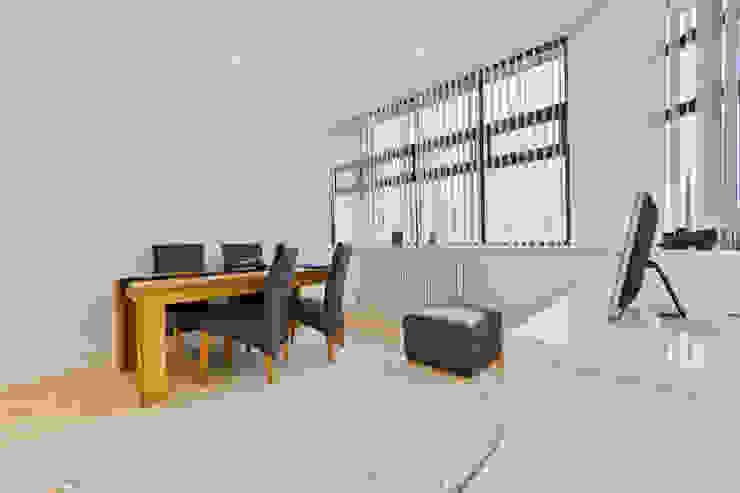 *New Build!* The West Barn Flats Comedores de estilo moderno de The Market Design & Build Moderno