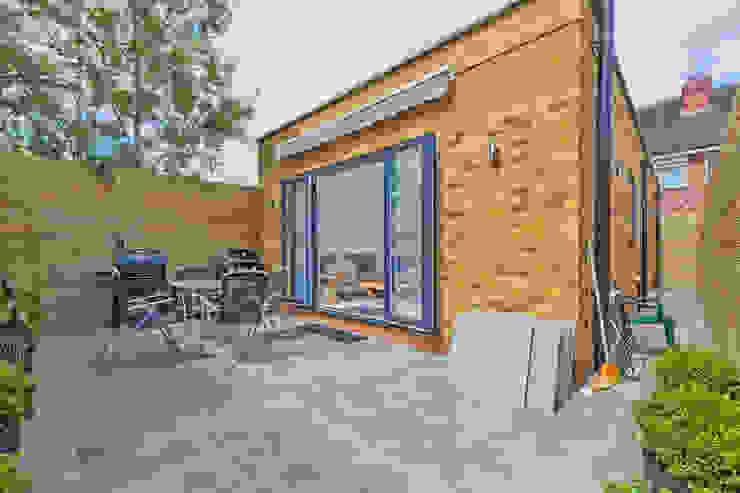 *New Build!* The West Barn Flats Casas modernas de The Market Design & Build Moderno