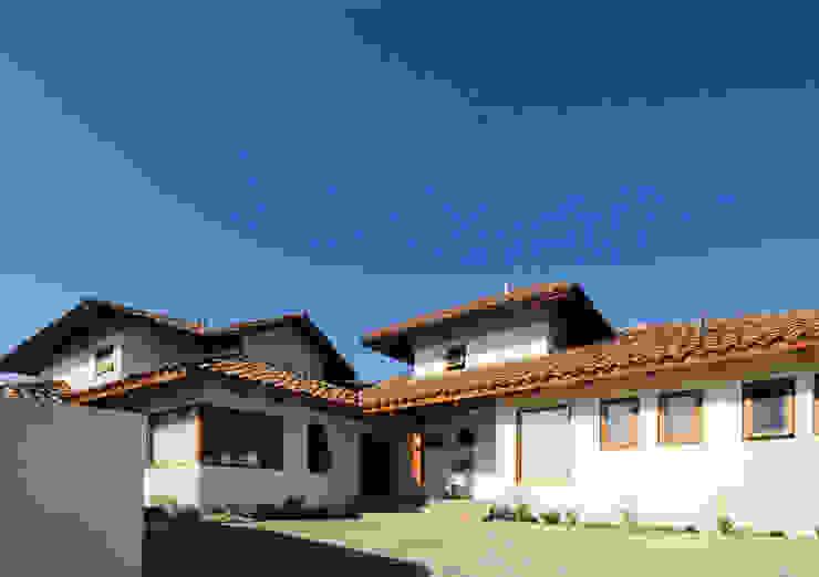 Casa D Casas de estilo colonial de Carvallo & Asociados Arquitectos Colonial