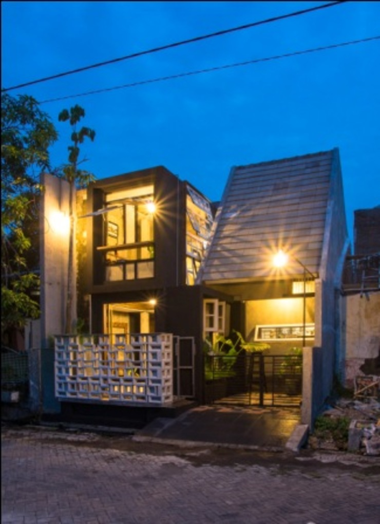 omah amoh Rumah Gaya Rustic Oleh Gursiji studio & galeri Rustic