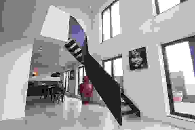 Stalen trap Zuidas Industriële gangen, hallen & trappenhuizen van homify Industrieel